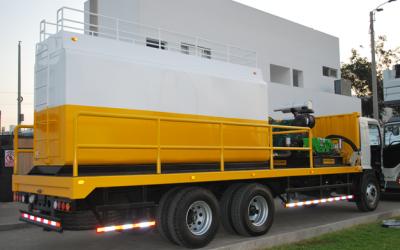 Entrega camion para lavado de estructuras urbanas